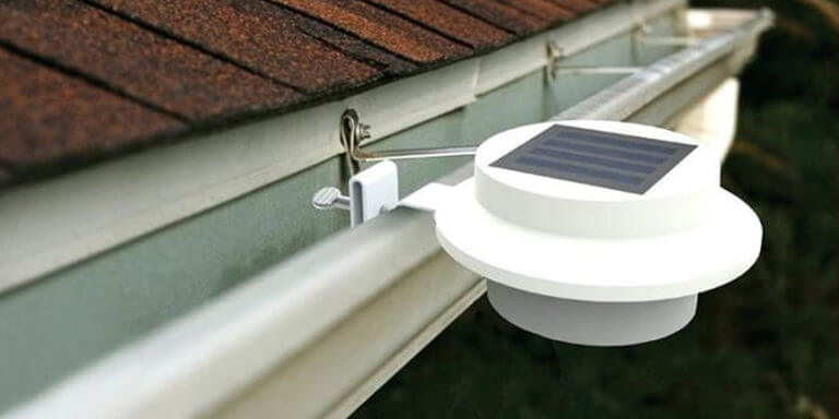 Best Solar Gutter Lights – Reviews and Buyer's Guide